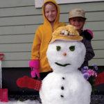 Raekuuro yllätti lempääläläiset – lumiukko kesäkuussa!