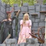 Pahatar, Prinsessa Ruusunen ja rukki kuuluvat perinteiseen versioon Ruususen sadusta.