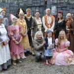 Seela Kaatranen tapasi Rämsöössä näyttelijä Seela Sellan, jonka mukaan hänet on nimetty. Sella muisteli näytelleensä Hengettären roolin Prinsessa Ruususessa.