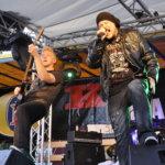Uutta levyä työstävä suomirock-bändi Raaka-aine esiintyi päälavalla ennen Pandoraa. Kuva: Katariina Onnela