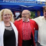 Perussuomalaisten Juha Väätäinen tuli Lempäälään morjestamaan markkinaväkeä.