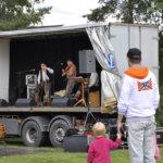 Oksetti-yhtye esitti perinteisiä tukkilaislauluja ja vankkaa rillumareitä.