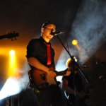 Kaksoispisteen fanikanta näkyi Vesilahtifesteillä. Varta vasten bändiä kuuntelemaan saapuneita oli useita. Kuva: Katariina Onnela