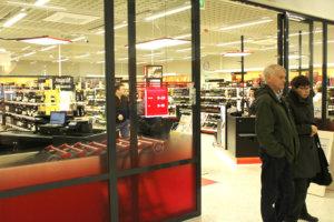 Lempäälän keskustan Alkoon on käynti S-marketin ovesta. Kuva: Erkki Koivisto