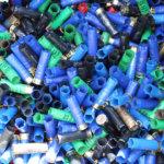 Jokuhan voisi askarrella näistä jotain. Tyhjät hylsyt kerätään roska-astioihin. Kuva: Erkki Koivisto