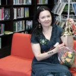 Lempääläiskirjailija Sari Peltoniemestä taiteilijaprofessori