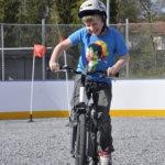 Tuomas Rajala, 11, testasi taitojaan polkupyörän taitoajoradalla.