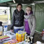Nuorisovaltuuston jäsenet Heta-Mari Himanen ja Sanni Havulinna olivat tyytyväisiä avajaistapahtumaan. Väkeä riitti mukavasti toimintapisteillä ja tunnelma oli leppoisa.