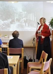 Eila Häihälän kirja kertoo tarinoita Vesilahden ensimmäisestä kansakoulusta ja Remulan talosta, joka sai nimensä taiteilijoiden äänekkäistä juhlista.