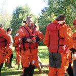 Pelastuspukuun kuuluvat myös saappaat. Kuva: Jaana Koivisto