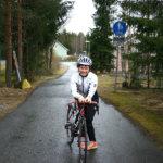 Triathlon yhdistää uinnin, pyöräilyn ja juoksun