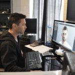 Valokuvaaja viettää paljon aikaa tietokoneen edessä. Tunnin kuvaus tietää kolmen tunnin kuvankäsittelyä.