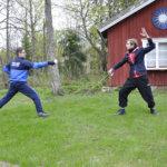 Jarmo Ranto ja Arvo Jean-Michael Saarinen pääsevät Hakkarin komeisiin maisemiin esittelemään miekkailutaitojaan.