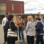 Tässä ollaan tutustumassa Lempoisten kouluun. Kuva: Ritva Mäkelä