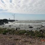 Lomamatkalla Reposaaressa. Aallonmurtajan takana määräävät luonnonvoimat - tuuli ja aallot. Kuva: Minna Heikkilä
