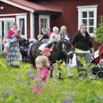 Utun tallin eläimet kiinnostivat perheen pienimpiä Kurki-festivaalin lastentapahtumassa.