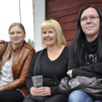 Essi Mäkelä, Heidi Juntunen ja Jaana Teräslahti saapuivat kuuntelemaan Ari Koivusta.
