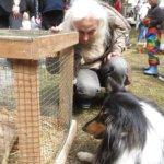 Pupu sai uuden kaverin Zorro-koirasta ja näyttelijä Seela Sellasta. Kuva: Heidi Hildén-Kunuutila