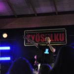 Vicky Rostin jälkeen lauteille nousi lempääläläinen Työsulku. Tutut suomalaiset cover-biisit nostattivat tunnelman kattoon.