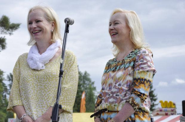 Jokaisilla Narvan markkinoilla käyneet Sinikka ja Tiina Nopola kertoivat markkinayleisölle, että Heinähattu ja Vilttitossu tarinoista löytyy myös Narvasta tuttuja paikkoja.