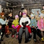 Kummajaiset viihdyttivät lapsia kekrijuhlassa