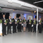 Toimintavuonna 2015 Lempäälän yrittäjäyhdistyksen jäsenistä pyöreitä vuosia täyttäneet merkkipäivämuistamisineen. Kuva: Erkki Koivisto