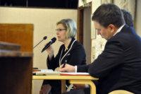Heidi Rämö esitteli valtuuston hyväksymän tulevaisuusohjelman. Kuva: Katariina Onnela