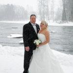 Helmikuisia häitä juhlittiin lumisateessa