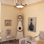 Päärakennuksen on näytillä monenlaista elegenssia ja tyylilajieja barokista kustavilaisiin huonekaluihin. Kuva: Erkki Koiviso