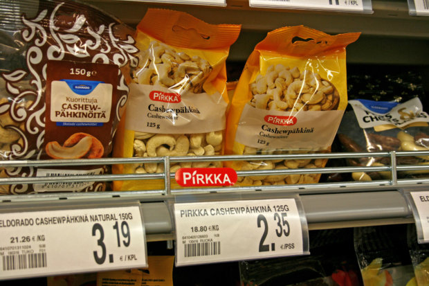 Lähdetien myymälästä voi valikoida ostoskoriinsa sekä Eldoradon että Pirkan tuotteita. Kuva: Ida Nieminen