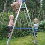 Vanhin serkuksista ei pääse nuorenpiaan pakoon, edes kiipeämällä tikkaille. Kuva: Pirjo Hasari