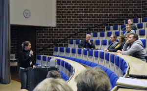 Laura Kekäläinen kertoi, että kunta panostaa kilpaurheilun sijaan terveysliikuntaan. Kuva: Katariina Onnela