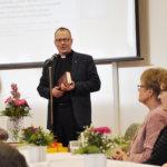 Kirkkoherra Mikko Oikarinen toi seurakunnan tervehdyksen. Kuva: Katariina Onnela