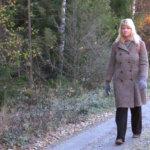 Kävelevää Maijaa eli pääosa esittää Tuulia Eskola Vesilahdesta.