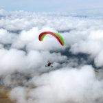 Minimilentokorkeus varjoliitimelle on 150 metriä ja lentomaksimi 300 metriä. Kuva: Tapio Rautaneva