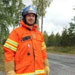 Kari Nieminen kuuluu vuosittain harjoittelevaan Kiillon tehdaspalokuntaan. Kuva: Erkki Koivisto