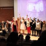 9. luokan ilmaisutaidon ryhmä esitti näytelmän Adalmiinan helmi.  Kuva: Sonja Viljamaa