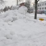Inva-paikoille kasatut lumet aiheuttavat ongelmia