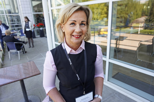 Tänä kesänä Pirkanmaahan liittyvän Kuhmoisten kunnanjohtaja Anne Heusala työskentelee myös Pirkanmaan muutoshallinnossa. Hän on projektipäällikkö, joka vastaa kuntalaisten, maakuntalaisten, osallistumiseen liittyvistä asioista. – Kuhmoisten kunta on myönteinen esimerkki uudistus- ja muutosmyönteisyydestään, hän herättelee.