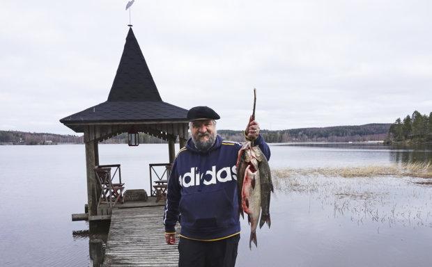 Pirkanmaan nimikkokala, toutain on Suomessa harvinainen. Kalastajat nauttivat petokalan narraamisesta, mutta kokit ovat kauhuissaan joutuessaan vääntämään toutaimesta säällistä ruokaa.