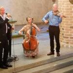 Rannikon keskiaikaiset kirkot antavat turvallisen taustan merellisille lauluille