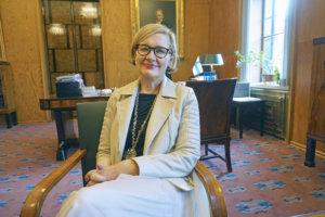 Puhemies Paula Risikko on huolissaan maamme koko ajan laskevasta syntyvyydestä.