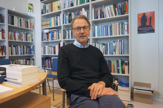 Tampereen yliopiston Suomen historian professori Pertti Haapala näkee, että Suomeen tarvittaisiin vain maksimissaan kymmenen maakuntaa. Hänen mukaansa vielä parempi lopputulos saavutettaisiin viidellä tai kuudella superläänillä.