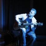 Rock-klassikoita akustisesti: fingerstyle-kitarointia sunnuntaina Piippo-keskuksessa