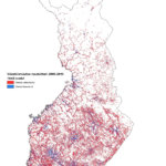 Tämä kartta kuvaa koko Suomen alueelta 1 x 1 -kilometrin ruuduissa kasvaneet ja supistuneet alueet vuosien 2005-2015 välisenä aikana. Punaisilla alueilla väestö on supistunut, ja sinisillä alueilla väestö on kasvanut.