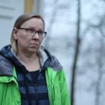 """""""Olen onnellinen siitä, että nyt pystyn itkemään"""" – Tarja Mattila sai päihderyhmässä avata sisäisiä lukkoja ja käsitellä poikansa huumeriippuvuutta"""