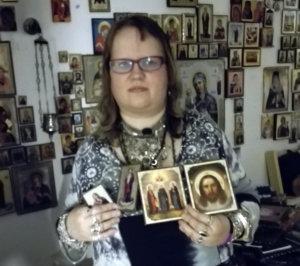 Lempääläinen Aurora Halen pitää tärkeänä, että ortodoksisessa kirkossa on käytössä synnintunnustus eli katumuksen sakramentti. – Minulle hyvin merkityksellinen asia on myös vainajien muisteluperinne, hän lisää. (Kuva: Aurora Halenin albumi)