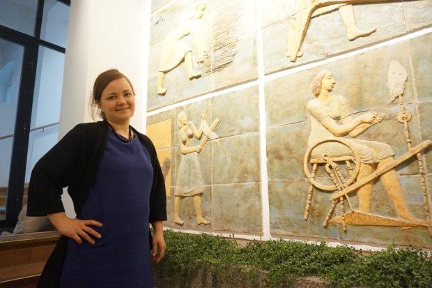 Pirkanmaan maakunta- ja sote-uudistuksen kulttuurisoten projektipäällikkönä toimiva Kirsi Siltanen muistuttaa, että jokaisella ihmisellä on oikeus nauttia kulttuurista ja taiteesta. – Tämä on tärkeä osa  sosiaali- ja terveydenhuoltoa, hän painottaa. Taiteilija Michael Schilkinin tekemät reliefit jäävät vain harvojen silmien herkuiksi Pirkanmaan liiton tiloissa.