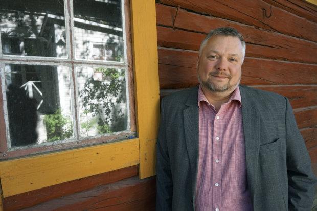 Poliittisen ohjausryhmän puheenjohtaja Roope Lehto vetoaa eduskuntapuolueisiin, että ne sopisivat kunniakkaasti maakunta- ja sote-uudistuksen loppuunsaattamisesta. (Kuva: Matti Pulkkinen)
