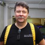 Jyrki Rantanen: – Olen harrastanut autourheilua vuodesta 1986. Minun piti pari vuotta sitten tulla ajamaan yhteen kisaan, ja tässä sitä yhä ollaan. Hyvä ilmapiiri on pitänyt lajin parissa. Kuva: Katariina Rannaste